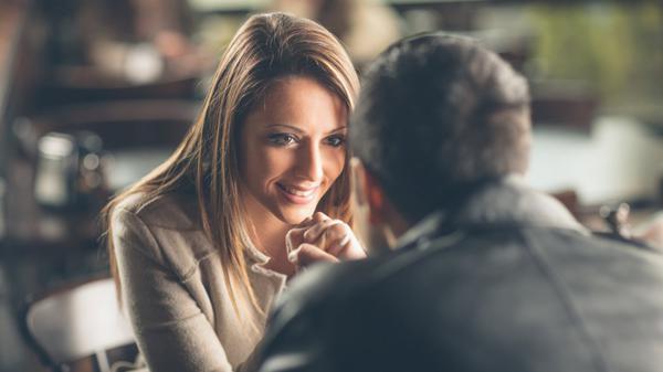 Comment baiser une femme dès la première rencontre?